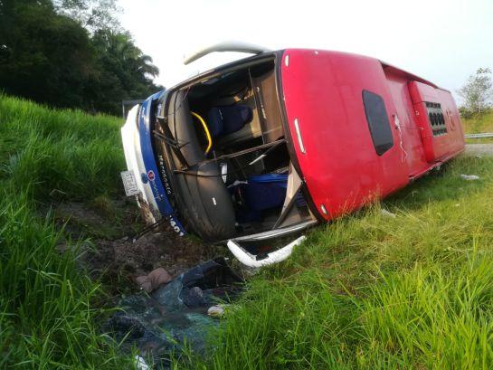 Diez heridos deja volcamiento de un bus en vía La Dorada-Puerto Boyacá: Diez heridos deja volcamiento de un bus en vía La Dorada-Puerto Boyacá
