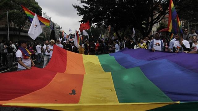 Minjusticia pide a Corte Constitucional revisar derechos de parejas gay