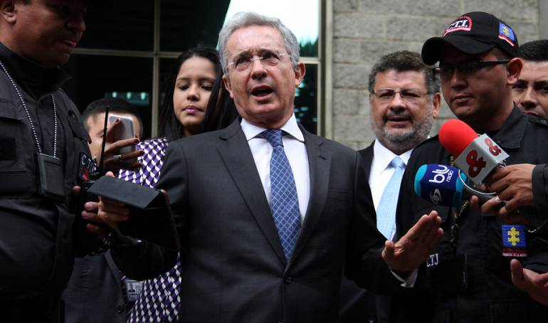 Fiscalía pide a Corte Suprema investigar a Álvaro Uribe