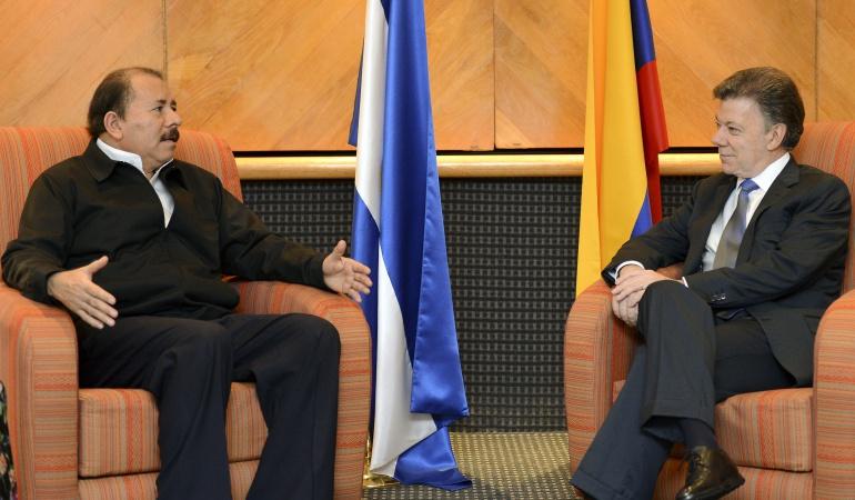 Presidente de Nicaragua Daniel Ortega en reunión con el presidente colombiano Juan Manuel Santos.