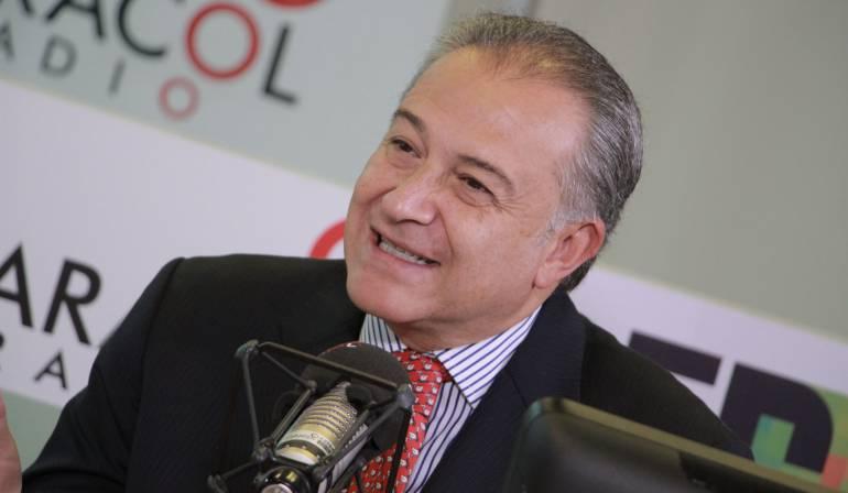Óscar Naranjo en Caracol Radio: Gobierno no ha descartado fumigar narcocultivos: Naranjo