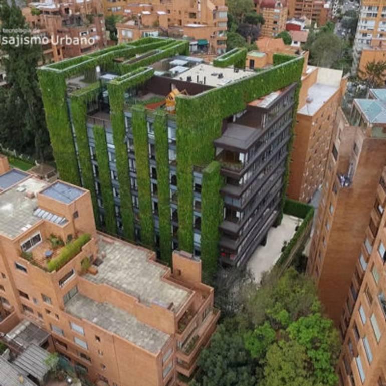 39 santalaia 39 uno de los jardines verticales m s grandes for Para que sirven los jardines verticales