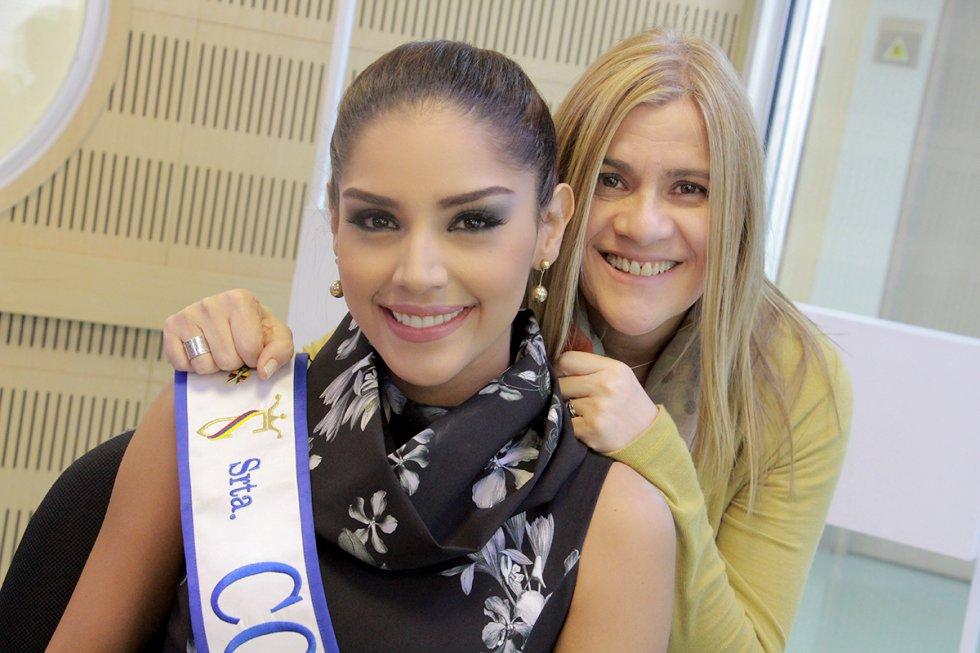 Diana Montoya, nuestra directora y Laura González, nuestra Señorita Colombia, instantes previos a iniciar nuestro programa.