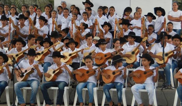 Lo Más Caracol: Himno de Colombia en voces juveniles y sabor a Joropo