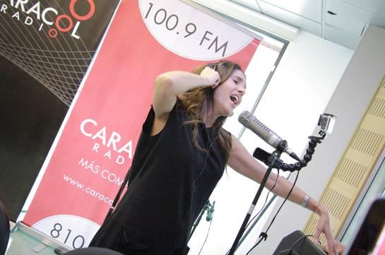 Paola Turbay en Caracol Radio: Actitud y talento: Paola Turbay canta I will survive