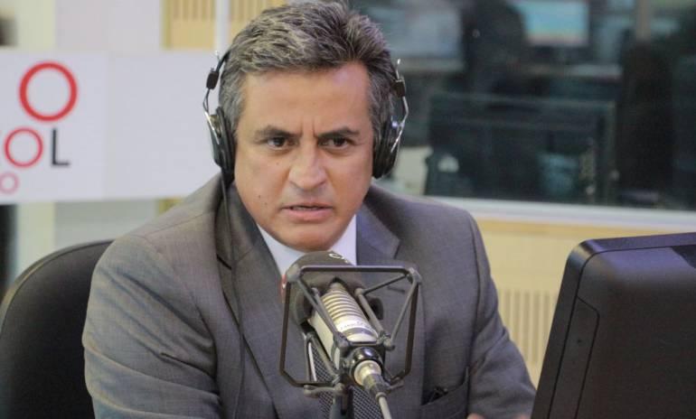 Se ha ido cayendo en todas las trampas que Uribe puso desde el primer día: Puyana