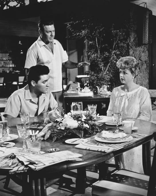 Elvis junto a la actriz Angela Lansbury.