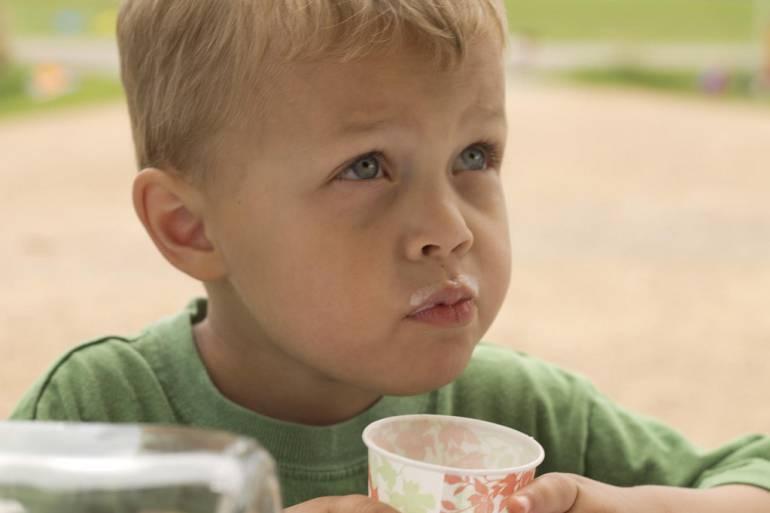 Relación entre el consumo de bebidas no lácteas y la talla de los niños