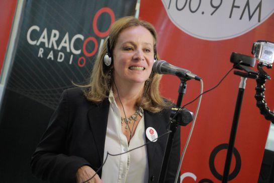 Alejandra Borrero, IV Festival ni con el Pétalo de una Rosa, Karaoke: Alejandra Borrero y una emotiva interpretación en karaoke