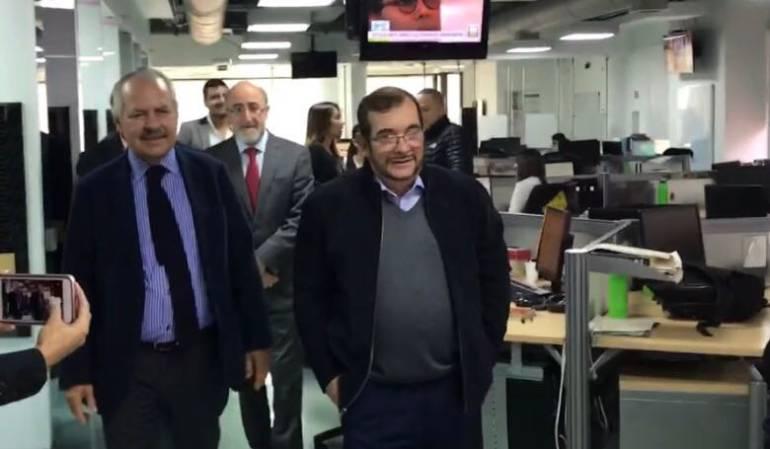 Lo que no se vio de la visita de Rodrigo Londoño a Dario Arizmendi: ¿Qué fue lo que puso nervioso a 'Timochenko' en Caracol Radio?