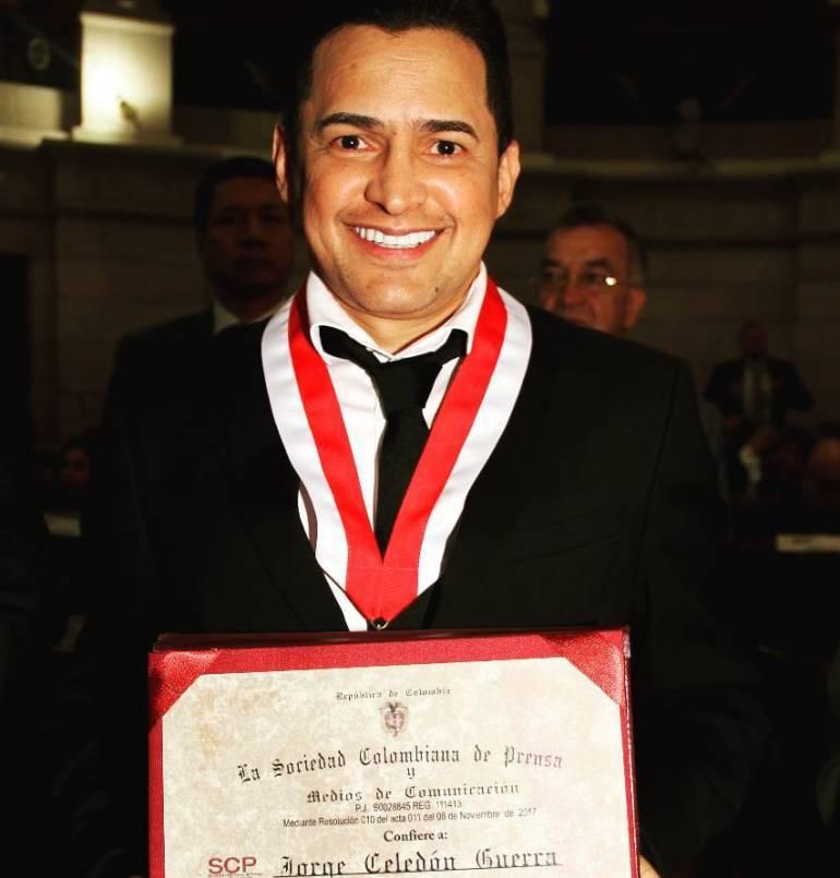 Jorge Celedón recibe reconocimiento de la Sociedad Colombiana de prensa.
