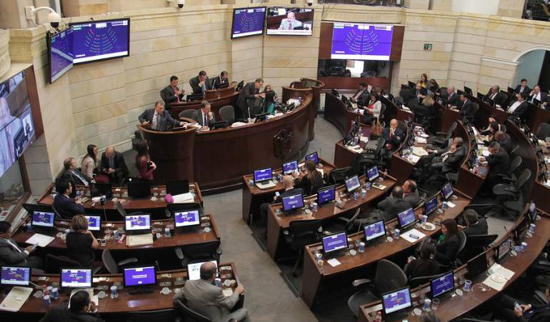 Centro Democrático y Partido Liberal con mayor intención de voto a Senado