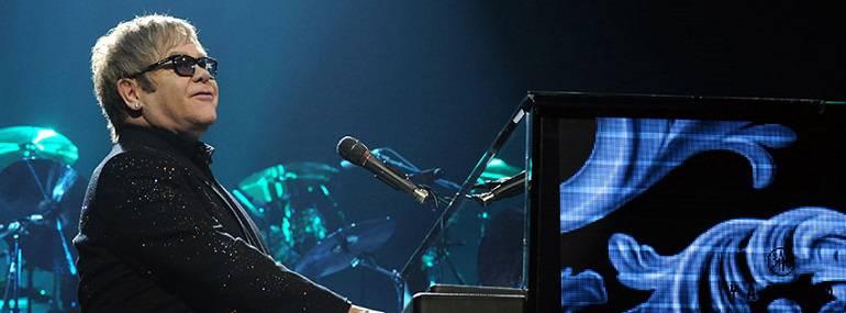 71 años de Elton John