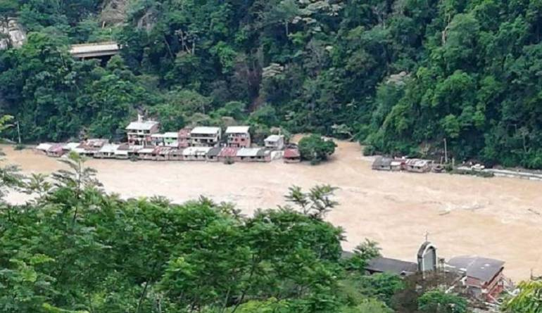 Río Cauca amenaza a comunidades campesinas