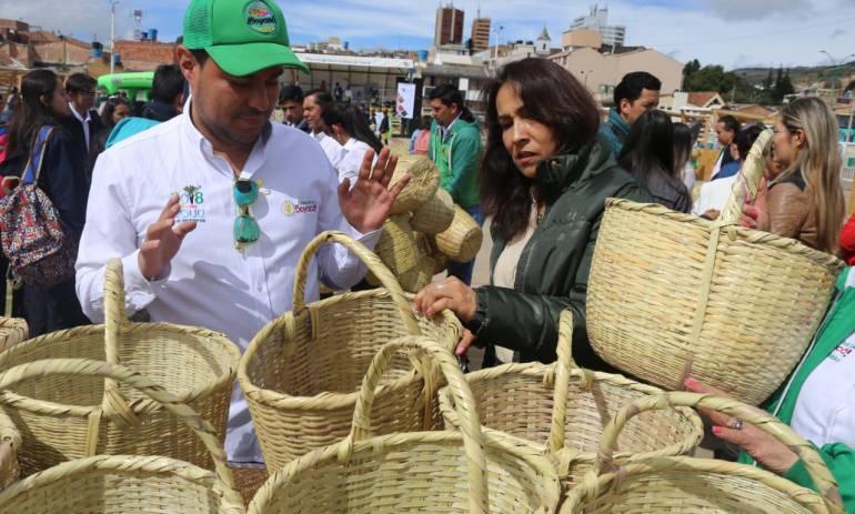 Gobierno de Boyacá  entrega 3.270 canastos lo que ayuda a disminuir el uso de plásticos.