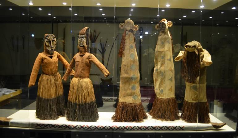 Objetos, vestuario de comunidades indigenas