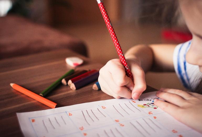 275.082 nuevos textos escolares en braille y macrotipo para colegios
