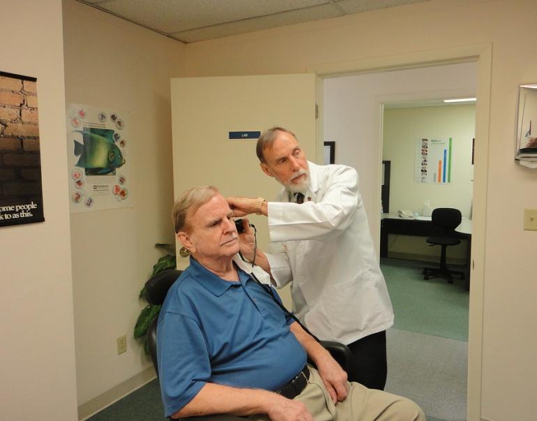 La pérdida auditiva aumenta el riesgo de aislamiento social en un 52%