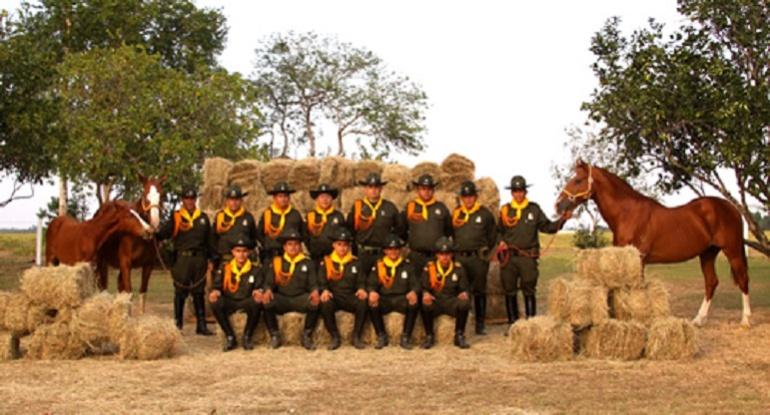 Policia campo: Policía Montada del Huila lleva al campo mensajes de paz y esperanza