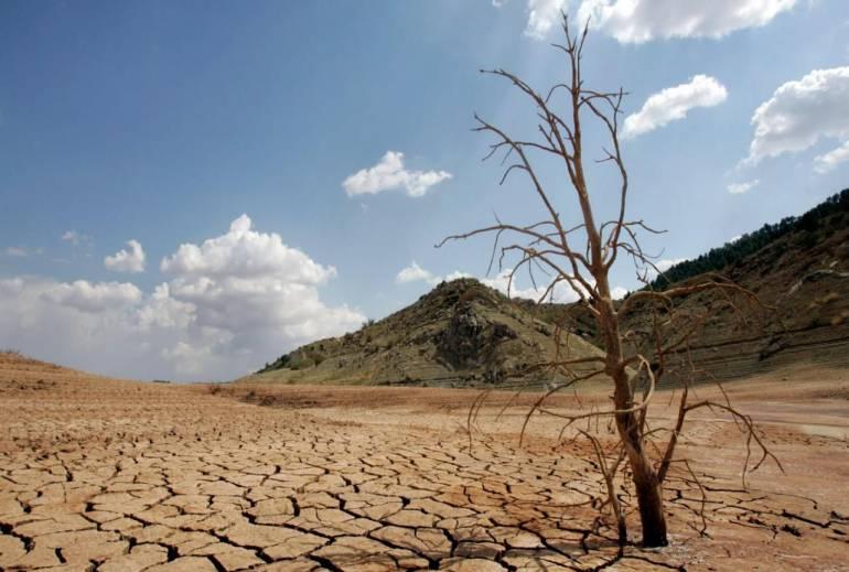 Desertificación sequia de la tierra: La tierra, su mal uso y la desertificación
