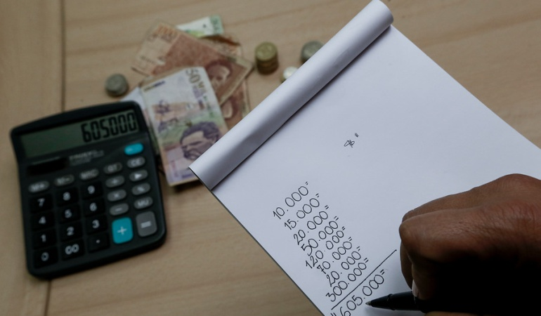 Aprobación de presidente Iván Duque se desploma de 53.8% a 27.2%