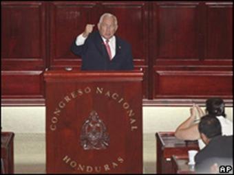 Congreso elige a Roberto Micheletti como nuevo presidente de Honduras tras la expulsión de Manuel Zelaya