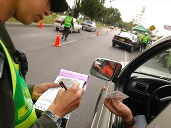 Gobierno abre posibilidad de rebajar el valor de las multas de tránsito