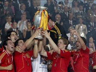 España quierer retener su título en la Eurocopa que comienza en Varsovia