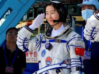 China lanza la 'Shenzhou IX' con la primera mujer de ese país en el espacio