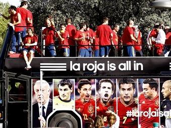 España celebra en La Cibeles ante miles de aficionados