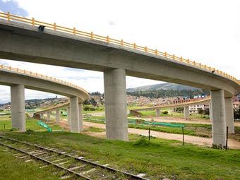 Grave permanece una menor de edad quien se lanzó del viaducto de Tunja