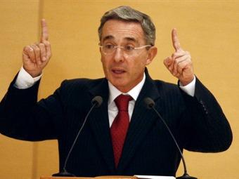 Uribe dijo en Maicao que no está apoyando a ningún candidato venezolano