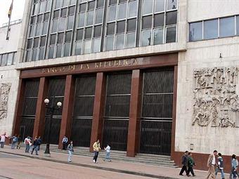 Santos pide a Banco de la República reducir tasas de interés