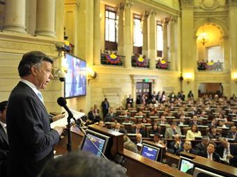 Santos rechaza voces que piden convocatoria a Referendo o a Asamblea Constituyente