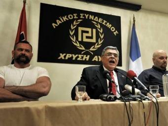 Partido Neonazi griego aprovecha la crisis para repartir alimentos entre los ciudadanos 100% griegos