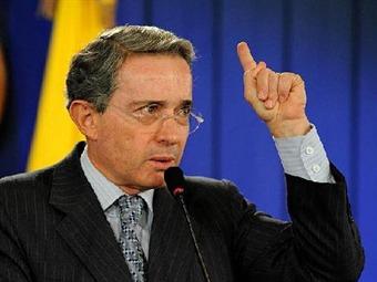 Uribe reta a Vargas de entregar pruebas de nexos de su familia con la ilegalidad