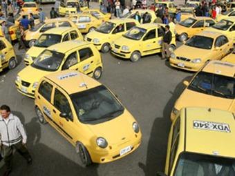 Petro anuncia sanciones a taxistas que bloqueen vías