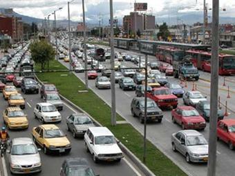 Distrito estudia 'pico y placa' para vehículos de servicio especial