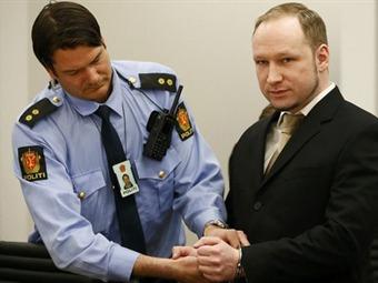 Asesino de 77 personas en Noruega podría evadir la cárcel por enfermedad mental