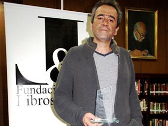"""Evelio Rosero ganó el IX Premio Nacional de Literatura """"Libros y Letras"""""""