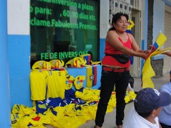 Controversia en Barranquilla por operativos contra vendedores de camisetas de Colombia
