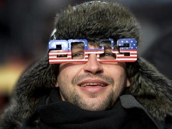 Decenas de miles de personas se concentran en Times Square para recibir el 2013