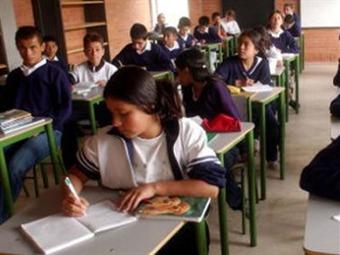 Padres de familia piden redestinar a la educación recursos girados a la guerra