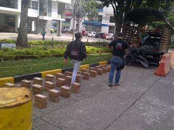 Dos militares fueron capturados con 462 kilos de cocaína en el Valle del Cauca