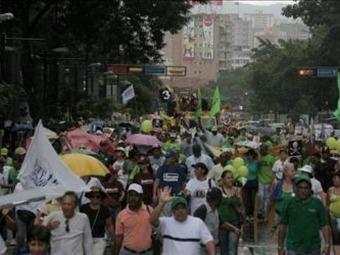 Avanzan las marchas de la oposición y chavismo en las calles de Caracas