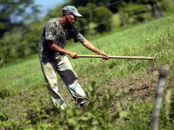 Santos evaluará con las agremiaciones del agro crisis del sector