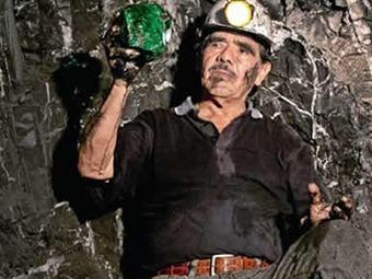 Así fue el velorio del esmeraldero Víctor Carranza