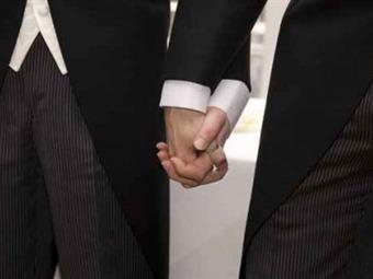 Notarios alistan contrato para la formalización de matrimonios gay