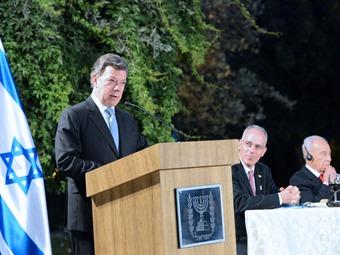 Santos confía en un proceso de paz similar al de Gobierno y Farc, en Oriente Medio