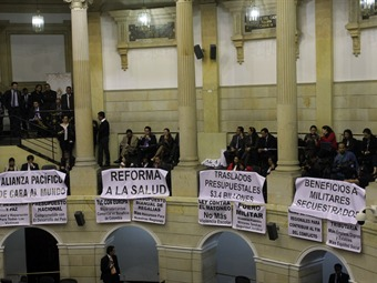 Cerca de la media noche aprueban conciliación de reforma a la salud pero no toca la tutela